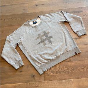 🔹Gray sweatshirt